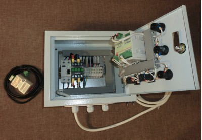 Шкаф автоматики увлажнителя внутри